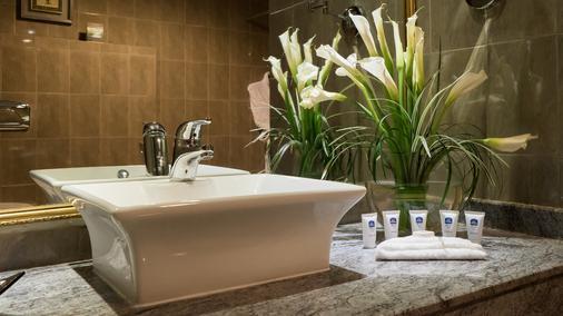 多哈贝斯特韦斯特尊贵酒店 - 多哈 - 浴室