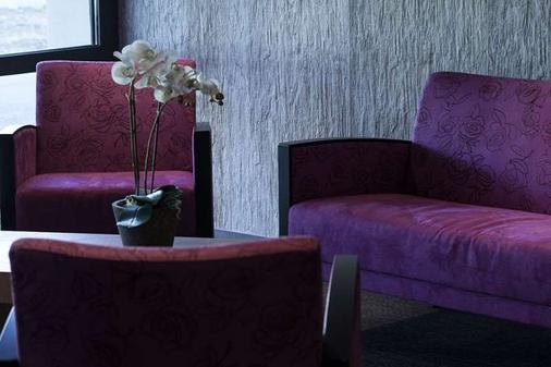 洛伊亚克康福特酒店 - 巴约讷 - 客厅