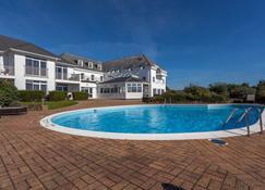 杰尔博罗酒店 - 圣彼得港 - 游泳池