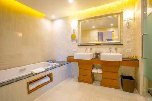 达席特坦尼关岛渡假村 - 关岛 - 浴室