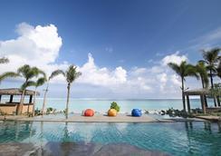 达席特坦尼关岛渡假村 - 关岛 - 游泳池