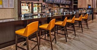 堪萨斯城市中心/会议中心万怡酒店 - 堪萨斯城 - 酒吧