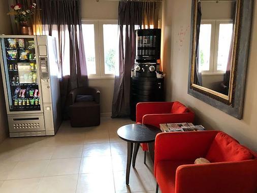 基里亚德图卢兹布拉南机场酒店 - 布拉尼亚克 - 客厅