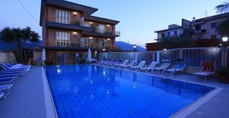 庞贝酒店 - 庞贝 - 游泳池