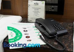 翠布橄榄旅馆 - 孟买 - 睡房