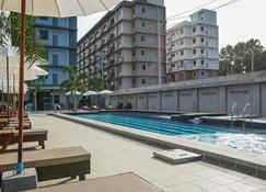 卡兰达酒店 - 梭桃邑 - 游泳池