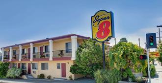 圣克鲁斯-海滩栈道东速8酒店 - 圣克鲁兹 - 建筑