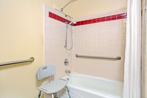 速8圣克鲁斯/海滩浮桥东酒店 - 圣克鲁兹 - 浴室