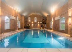 精选塞奥特庄园酒店 - 卡纳芬 - 游泳池