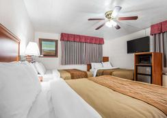 埃尔柯市中心地区罗德威酒店 - 埃尔科 - 睡房