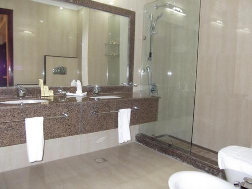 拉达哈伊勒酒店 - 多哈 - 浴室