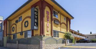 洛杉矶好莱坞经济旅馆 - 洛杉矶 - 建筑