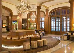 乐诺曼底巴里亚酒店 - 多维尔 - 大厅
