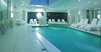 Wellton Centrum 水疗酒店 - 里加 - 游泳池