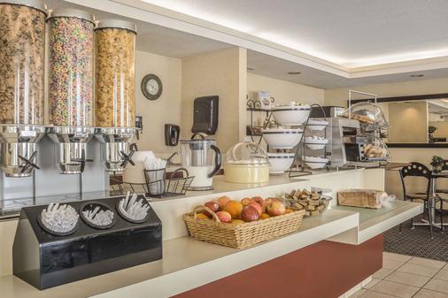 伦敦品质套房酒店 - 伦敦 - 自助餐