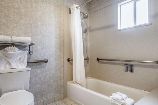 品质酒店 - 半月湾 - 浴室