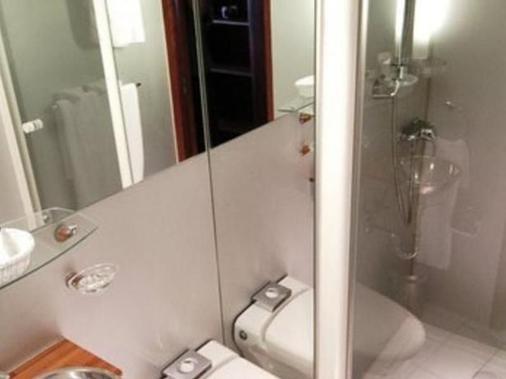 巴黎快艇vip酒店 - 巴黎 - 浴室