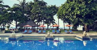 萨努尔美居度假酒店 - 登巴萨 - 游泳池