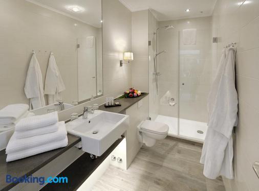 库伦斯伯恩最大海滩酒店 - 屈赫隆斯博尔恩 - 浴室