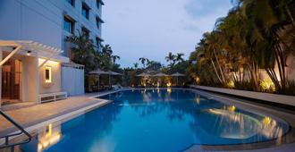 仰光苏莱香格里拉酒店 - 仰光 - 游泳池