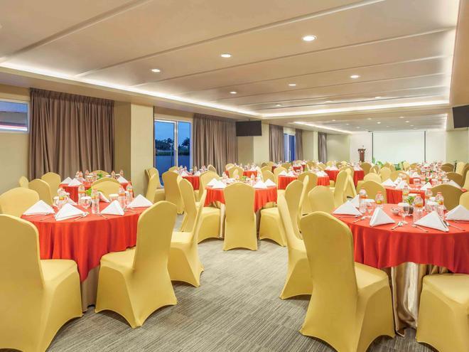 宜必思泗水市中心酒店 - 泗水 - 宴会厅