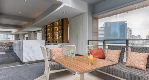 察殿恩博利豪华酒店 - 曼谷 - 酒吧