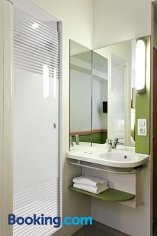 宜必思快捷马德里巴列卡斯酒店 - 马德里 - 浴室
