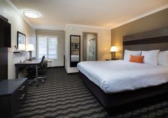 普拉斯谷贝斯特韦斯特酒店 - 森尼维耳市 - 睡房