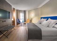 巴瑟罗卡塞雷斯五世世纪酒店 - 卡塞雷斯 - 睡房
