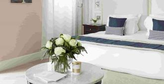 拉波勒皇家吕西安巴里亚酒店 - 拉波勒 - 睡房