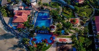 伊斯塔帕夸尔顿俱乐部度假村 - 伊斯塔帕 - 游泳池