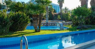 博德鲁姆度假酒店及水疗中心 - 博德鲁姆 - 游泳池