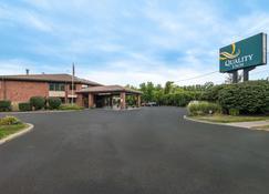 伊萨卡大学区凯艺酒店 - 伊萨卡 - 建筑