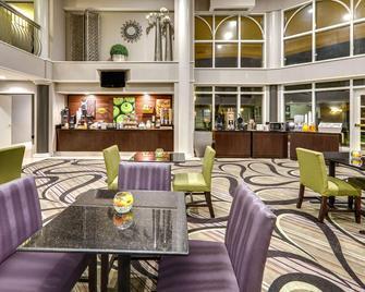 达拉斯艾迪森-加勒里亚拉金塔旅馆及套房 - 艾迪生 - 餐馆