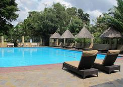 Colosseum Hotel & Fitness Club - 达累斯萨拉姆 - 游泳池