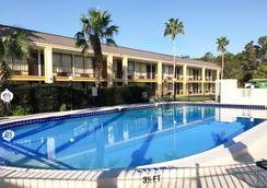 奥蒙德海滩伊克诺旅馆 - 奥蒙德海滩 - 游泳池