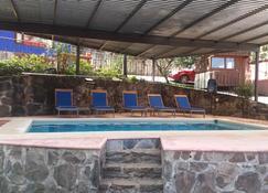 卡萨山谷酒店 - 巴耶-德布拉沃 - 游泳池