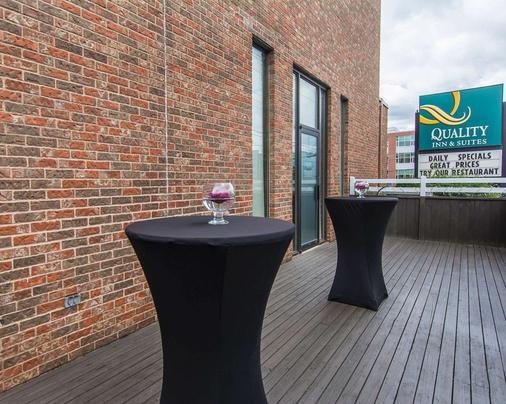 夏洛特市中心品质酒店和套房 - 夏洛特顿 - 阳台