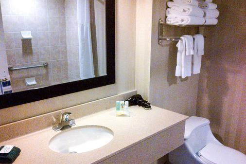 夏洛特市中心品质酒店和套房 - 夏洛特顿 - 浴室