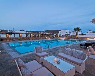 益阳纳吉酒店 - 奥诺斯 - 游泳池