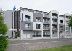 奥隆之沙海军上将原创精品酒店(国际酒店) - 莱萨布勒-多洛讷 - 建筑