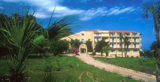 埃伯瑞黛尔帕拉迪索酒店 - 切法卢 - 建筑