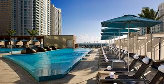 金普顿epic酒店 - 迈阿密 - 游泳池
