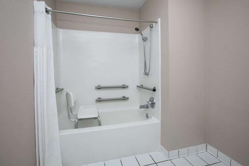 劳顿贝蒙特套房酒店 - 劳顿 - 浴室