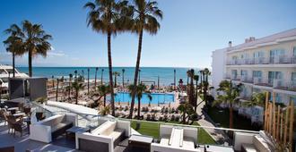 鹦鹉螺酒店(仅限成人) - 托雷莫利诺斯 - 游泳池
