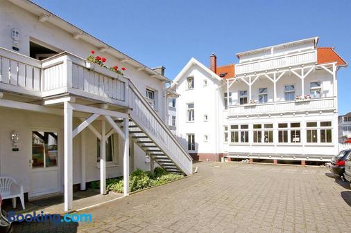 尼安德别墅酒店 - 奥茨巴德宾兹 - 建筑