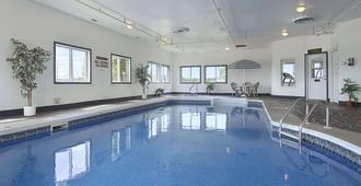 斯威夫特卡伦特速8酒店 - 斯威夫特卡伦特 - 游泳池