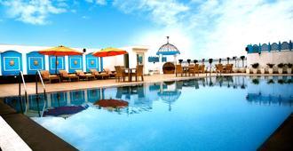 华美达阿姆利则酒店 - 阿姆利则 - 游泳池