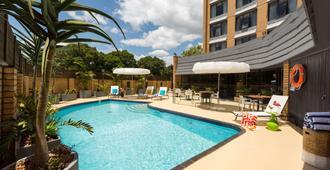 奥尔伯里阿图拉酒店 - 奥尔伯里 - 游泳池