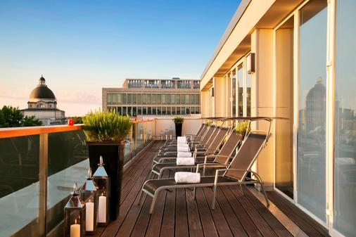 慕尼黑凯宾斯基四季酒店 - 慕尼黑 - 阳台